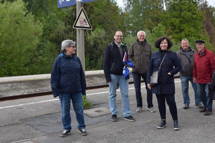 Freuen sich auf neue, barrierefreie Bahnsteige: Gertraud Krake (OSR), Jean-Christophe Thieke, Erwin Marquart, Eva Grundl (alle CDU), Emil Schuhmacher und Horst Krake (beide OSR).